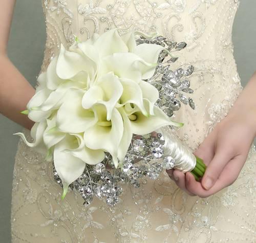 hoa lan hồ điệp được trang trí làm hoa cô dâu